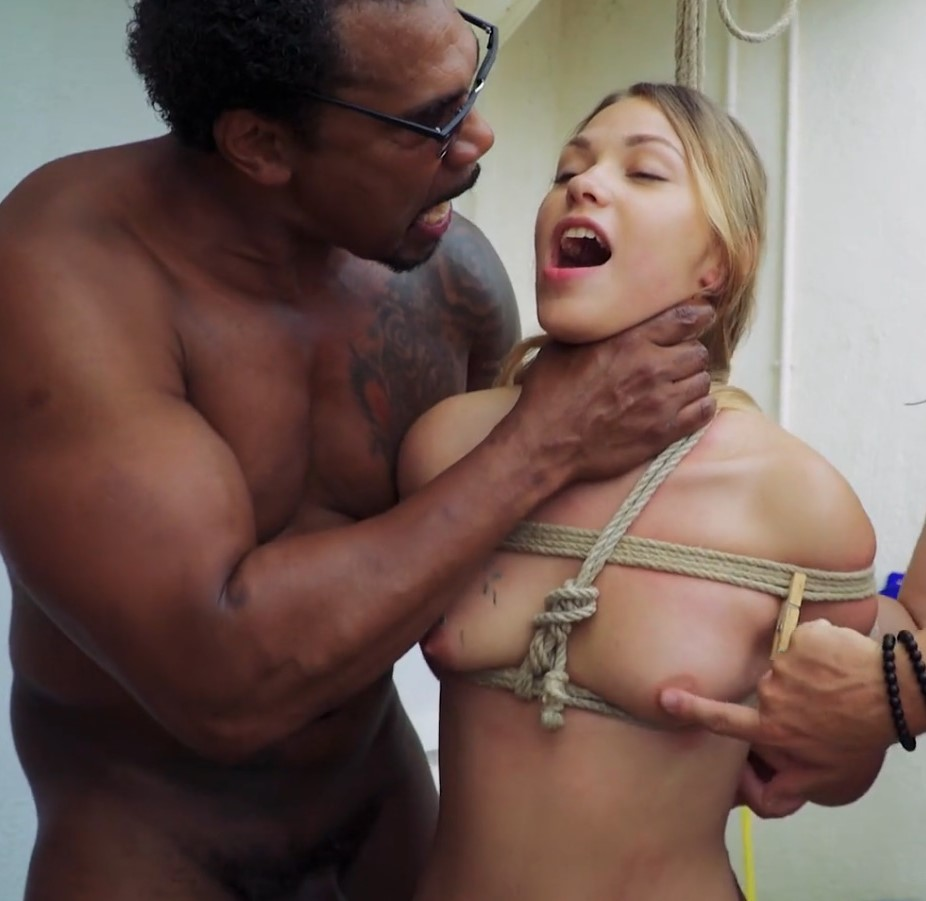 beautiful flexible brunnete babe deapthroating a big cock