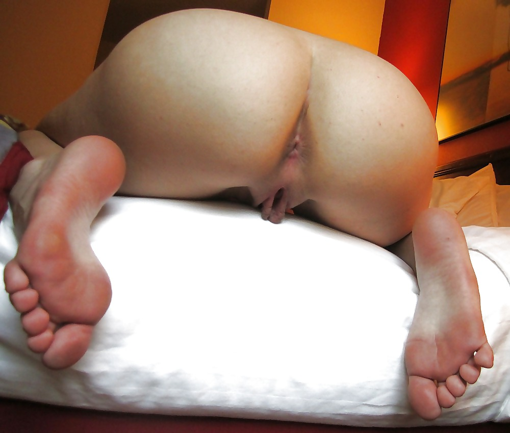 two asian beauties pee on hands and knees